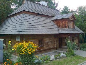 Photo: E9070324 Miechow - drewniany Dworek 'Zacisze'