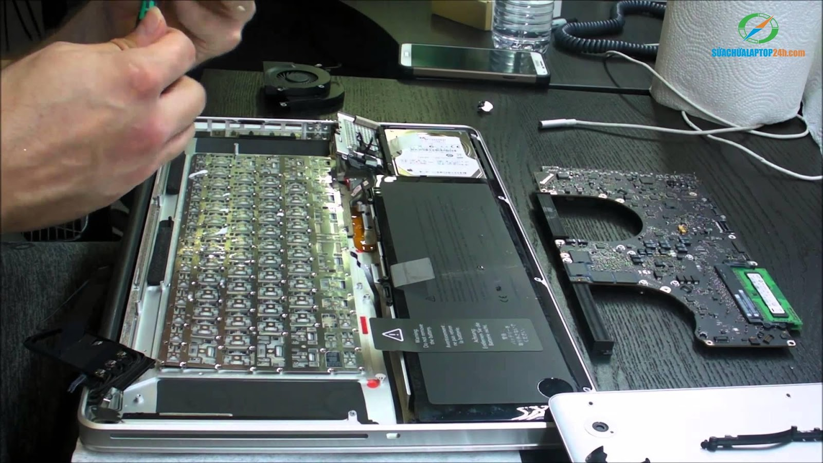 MACBOOK-KEYBOARD-REPLACEMENT-at-SUACHUALAPTOP24h