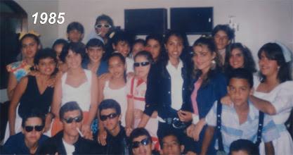 Photo: Nossa galera em1985 em uma Festa dos Anos 60. Eu sou o terceiro que está agachado!