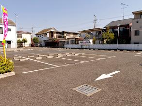 Photo: 正面駐車場(第二・第三駐車場もございます)