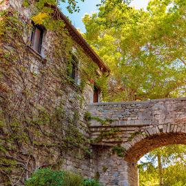 Pujada de Sant Domènech, Girona by -. Phœnix .- - Buildings & Architecture Architectural Detail ( girona, sant domènech )