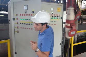 Photo: Sebastián Arango verificando la energía