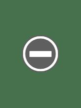Photo: 階段自体は非常にいいんだけど、下側がなぜかプレハブで塞がれて通り抜け不可になっている。