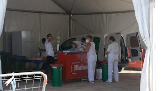 Hoy se ha puesto en marcha el autocovid en el campo de fútbol de La Mata.