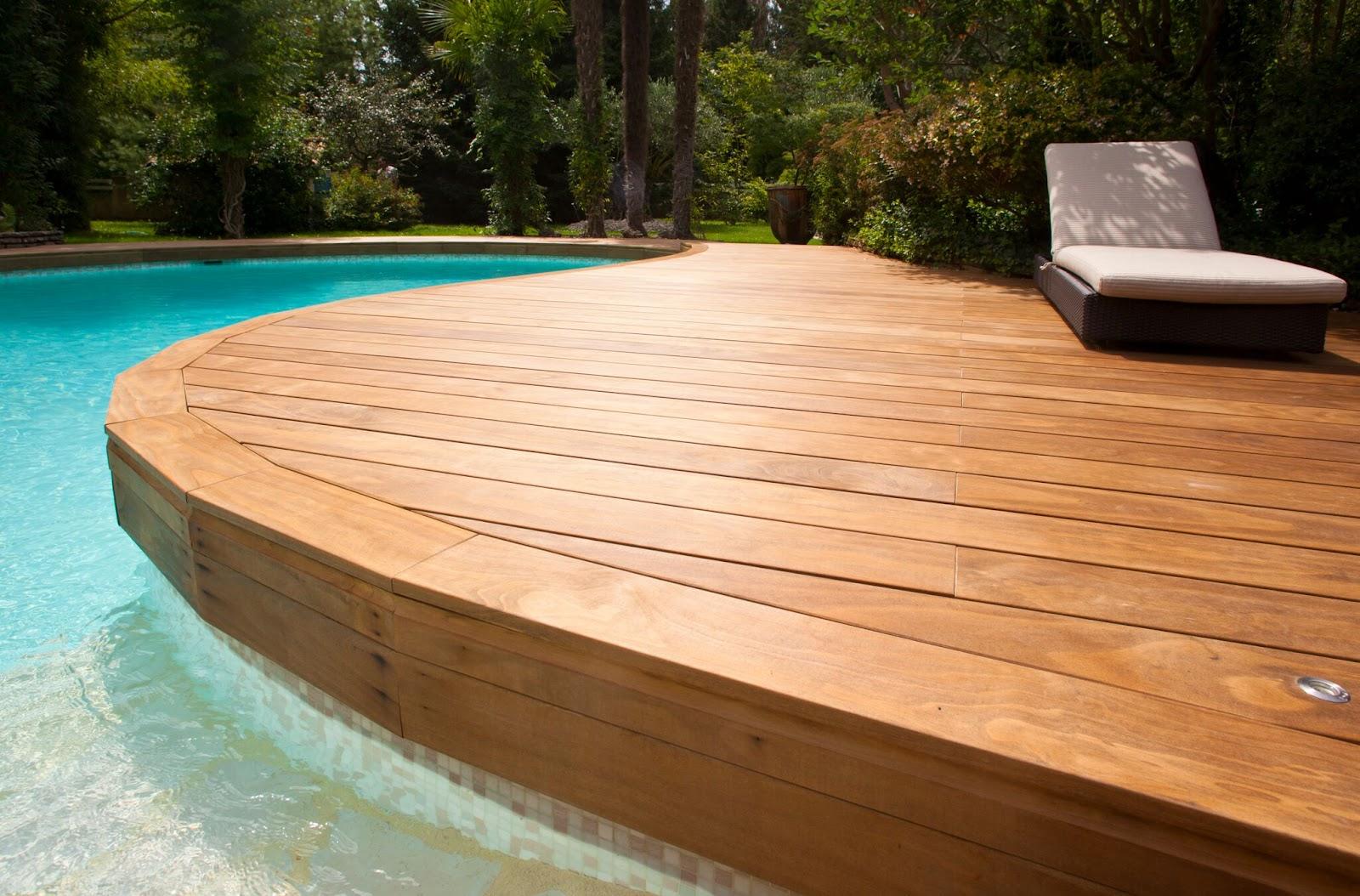 Vedlikeholdsfrie terrassebord egner seg meget godt rundt bassenget