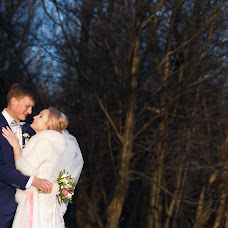 Wedding photographer Vadim Zakharischev (yourmoments). Photo of 25.03.2015