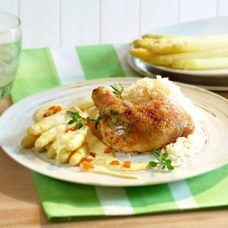 Marillen-Hollandaise mit Spargel und Hühnerkeulen