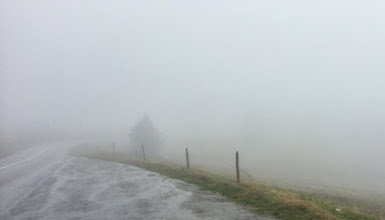 Photo: Panorama depuis la route des Crêtes vers 1200m, vers le Markstein : pluie, vent, brouillard... des conditions de route vraiment dangereuses.