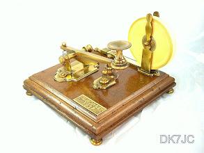 Photo: Erinnerungsstück an Samuel Morse´s  ersten Schreibapparat von 1837  #424