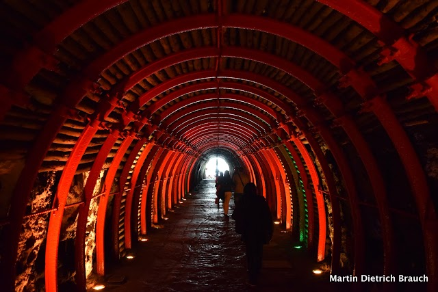 Luz no fim do túnel na saída da mina