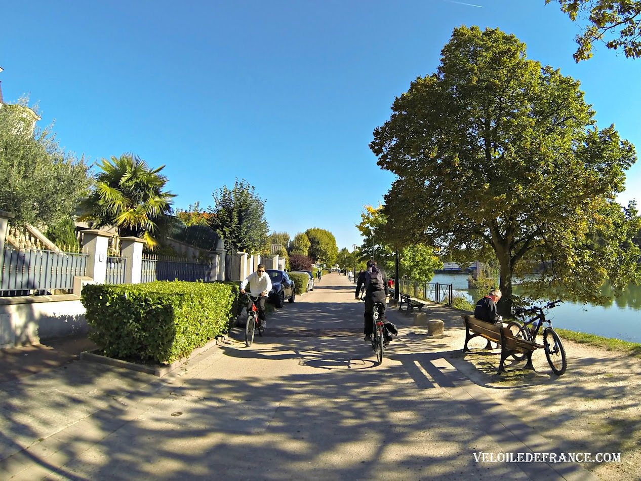 Cycling along the Marne river at Joinville-le-Pont -  Cycling guide from Paris to the Marne River by veloiledefrance.com
