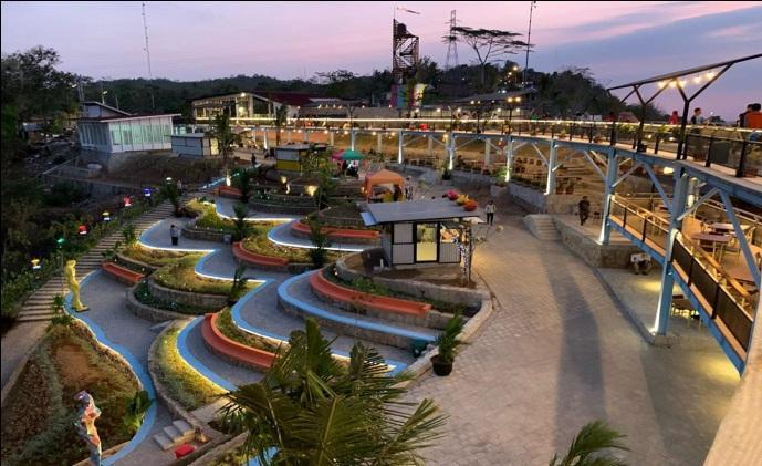 C:\Users\Lenov\Pictures\heha-sky-view-gunung-kidul-tempat-nongkrong-terbaru-di-jogja.jpg