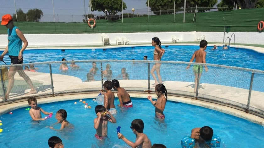 La Junta propone adelantar la apertura de las piscinas comunitarias.