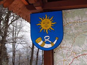 Photo: 20.Szczebel (Strzebel, 977 m n.p.m.). Trzeba powiedzieć, że całkiem ładny herb ma małopolska gmina Lubień: http://pl.wikipedia.org/wiki/Plik:POL_gmina_Lubie%C5%84_COA.svg