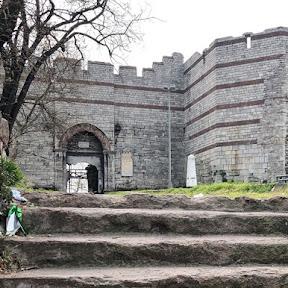 難攻不落といわれた城壁!コンスタンティノープル陥落後に征服王メフメト2世が通った門「エディルネカプ」とは?