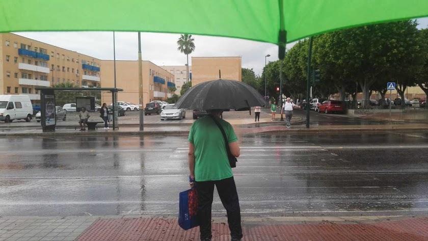 Los almerienses tendrán que coger, de nuevo, este martes los paraguas.