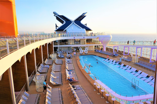 6-1.jpg - The Resort Deck looks lovely from all angles.