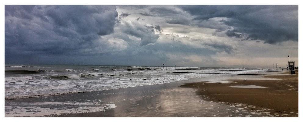 Quando le nuvole si alleano con il mare  di alessandro_bello