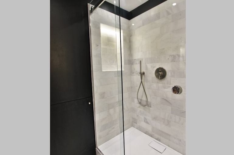 Luxury en-suite bathroom at Modern Serviced Apartment, Louvre