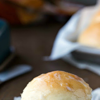 Easy Soft Dinner Roll.