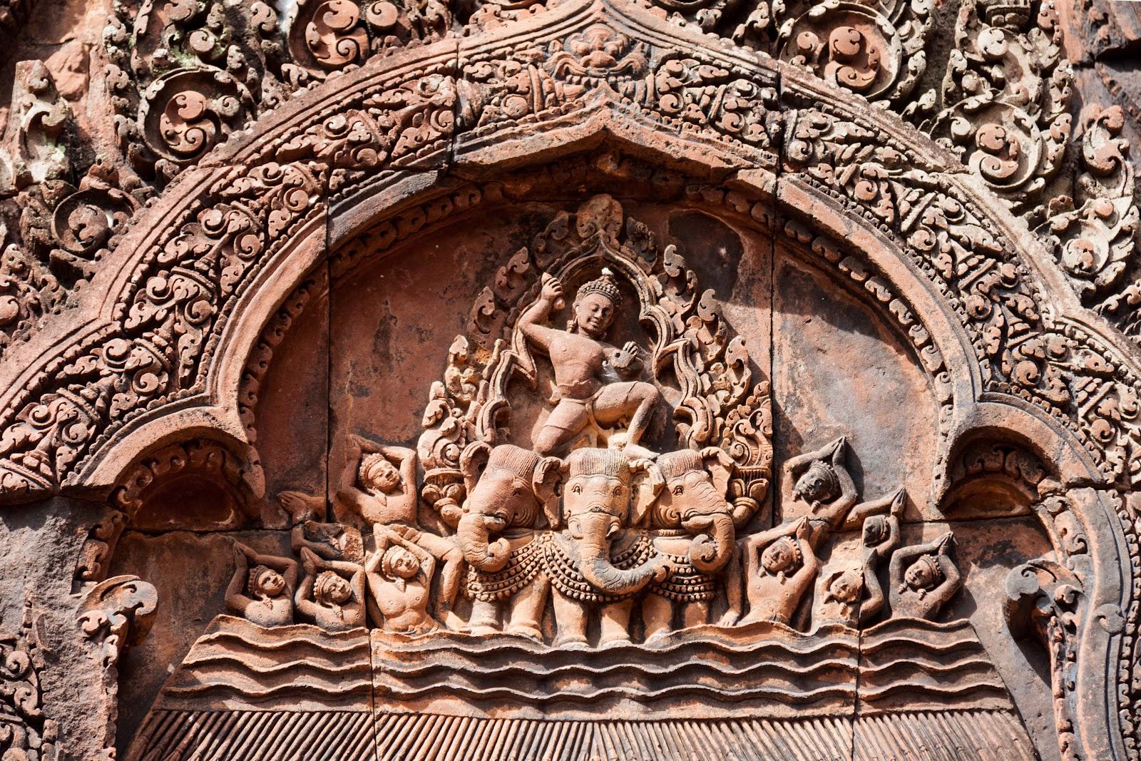 https://upload.wikimedia.org/wikipedia/commons/c/c6/Angkor_SiemReap_Cambodia_Banteay_Srei-Relief-01.jpg