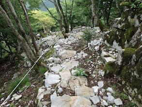 石が敷き詰められ階段に