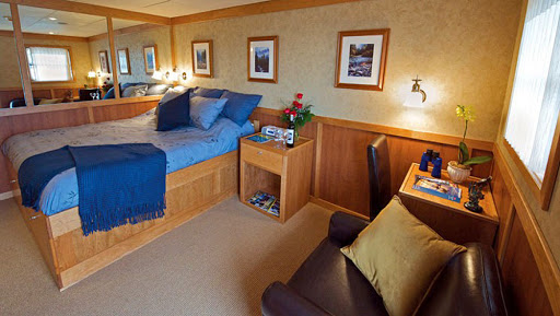 safari-explorer-commander-stateroom.jpg - A Commander Stateroom on Safari Explorer.