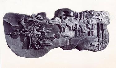 """Photo: Reliëf in privébezit weergevende """"de hemel"""",  vóór 1977. Gemonteerd aan het privéhuis van de kunstenaar in Drunen en bij de verkoop in 2011 meeverkocht. In 2015 aangeboden op Catawiki. Afgebeeld, vreemde vogels, zwemmende vliegende mensen, parachutist"""