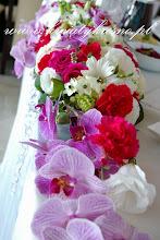 """Photo: Dream come true  :) To jest to miejsce, to jest ten czas kiedy marzenia się spełniają.  Szlachetne orchidee idealnie wkomponowały się w majestatyczny klimat całego wesela. Sala weselna """"Dwa Serca"""" Krosno"""