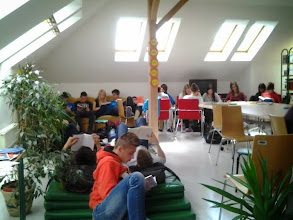 Photo: Branje = družabni dogodek. V šolski knjižnici Ekonomske gimnazije in srednje šole Radovljica.
