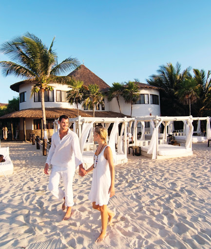 Sandos Caracol-couple.jpg - Newlywed couples can take advantage of a wide variety of activities at Sandos Caracol, an eco resort in Playa del Carmen, Mexico.