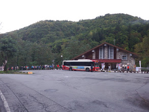 バス停には長い列が