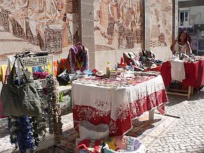Photo: Em exposição e venda estiveram utensílios, peças variadas e roupa (foto Rui Miguel)