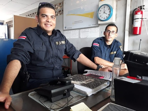 Foto de los oficiales de la delegación de policía de Puntarenas