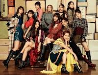 "Shinsei E-girls, promovendo o single ""Perfect World""."