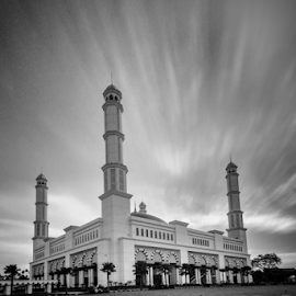 Masjid Raya Mujahidin by Dedi Wahyudi - Black & White Buildings & Architecture ( religion, moving, mosque, cloud, long exposure )