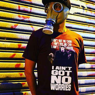 I aint got no worries tshirt (berry)