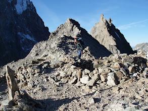 Photo: Zona de vivacs en el collado de la Temple (3.321m) con el Pico de la Temple al fondo (S)