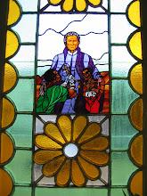 Photo: Een glas in lood raam van de Alphonsuskerk