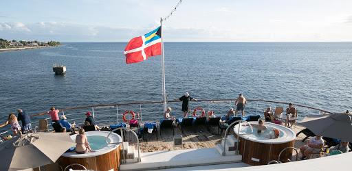 aft-deck.jpg - The aft deck of Wind Surf.