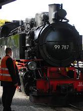 Photo: Od chwili odjazdu dzielą nas już tylko sekundy. Z Żytawy do Oybina będziemy podążali zabytkową wąskotorową linią kolejową z 1890r.