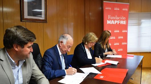 Firma del convenio en el Ayuntamiento de Roquetas.
