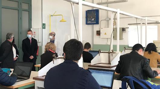 El delegado de Educación visita el IES Celia Viñas