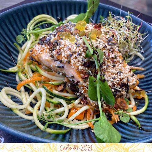 Pavé de saumon en croûte de fleurs, spaghetti de légumes