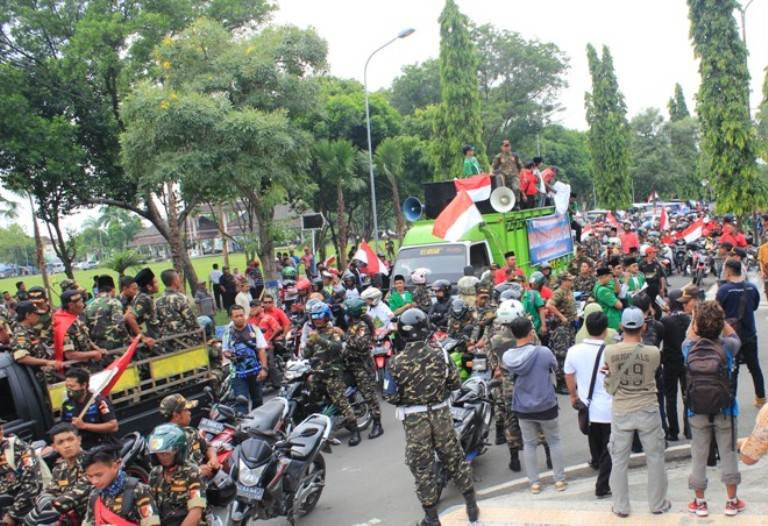 Ribuan massa Akang gelar demo menolak ormas intoleran