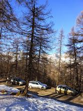 Photo: Lasciata la bella borgata di Paschero, saliamo senza problemi  visto lo  scarso innevamento, sulla strada che porta al Colle della Cavallina 1940m., dove parcheggiamo le auto.