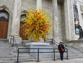 Photo: A Chulhuly outside the Museum of Fine Arts