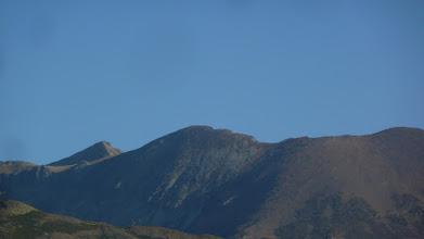 Photo: Desde la pista se ve la cima de Peña Prieta