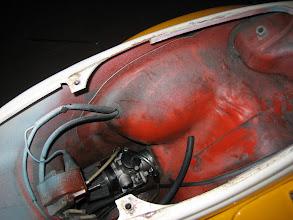 Photo: el interior del chasis con la pintura original