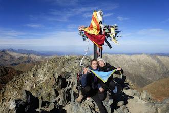 Photo: Les exgaudinianes Ester Bacardit i Clara Atcher a la Pica d'Estats (3.143 m).